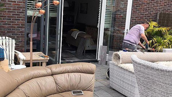 Alle meubels naar buiten